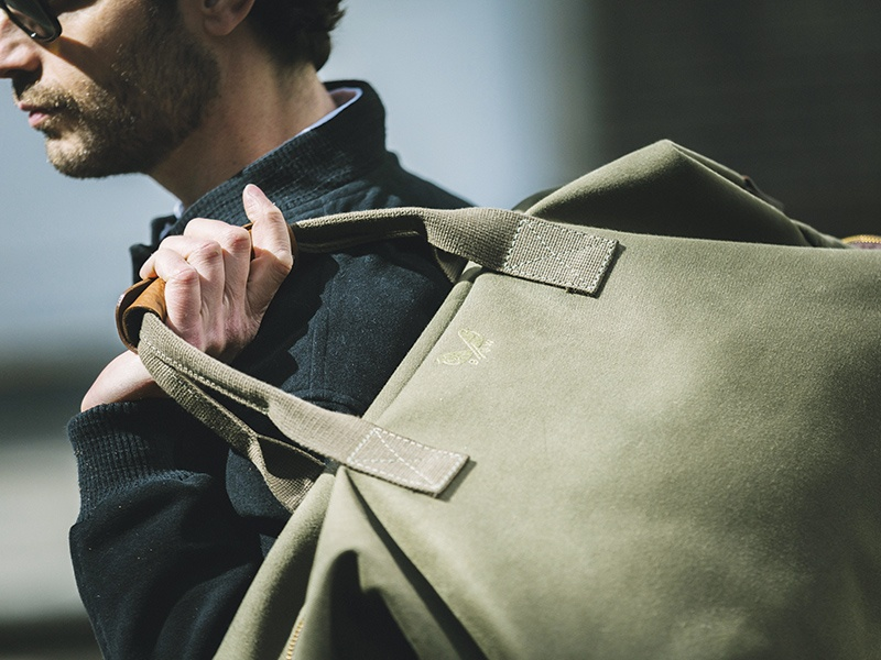 Bennett Winch's Commuter model updates the classic duffel shape, adding a minimalist exterior. With a concealed pocket for your passport or phone, plus a separate detachable, waterproof pocket, it's made for adventures.