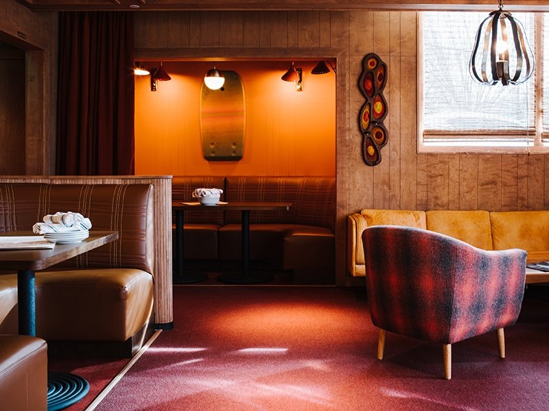 For the underground lounge at Atlanta's Beetlecat, Elizabeth Ingram created a clubby and retro atmosphere, while the restaurant and oyster bar above are open and airy.