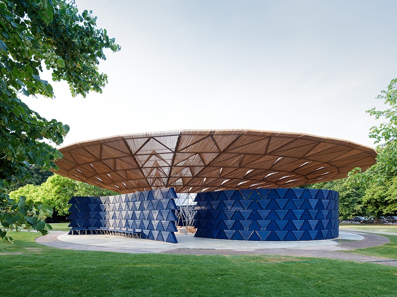 While the tessellating triangular patterns create a textile-like effect, the Serpentine Pavilion 2017, designed by Francis Kéré, is, in fact, made with wood. Photograph: ©2017 Iwan Baan