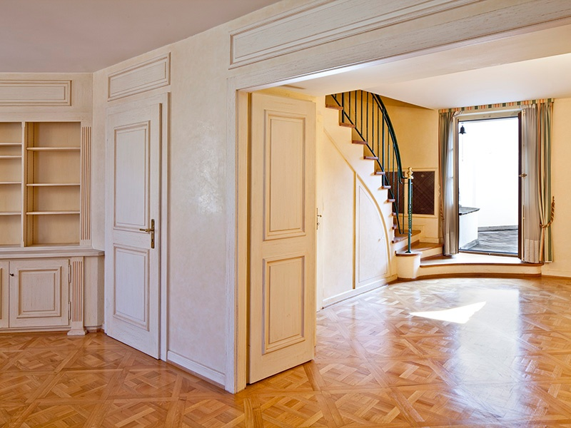 This delightful 1783 townhouse in Geneva's Carouge neighborhood comprises 420 sq m split over three levels. The spacious and bright rooms are elegantly designed, with parquet flooring, fireplaces, walls colored with soft shades, attic-height ceilings, and visible beams.