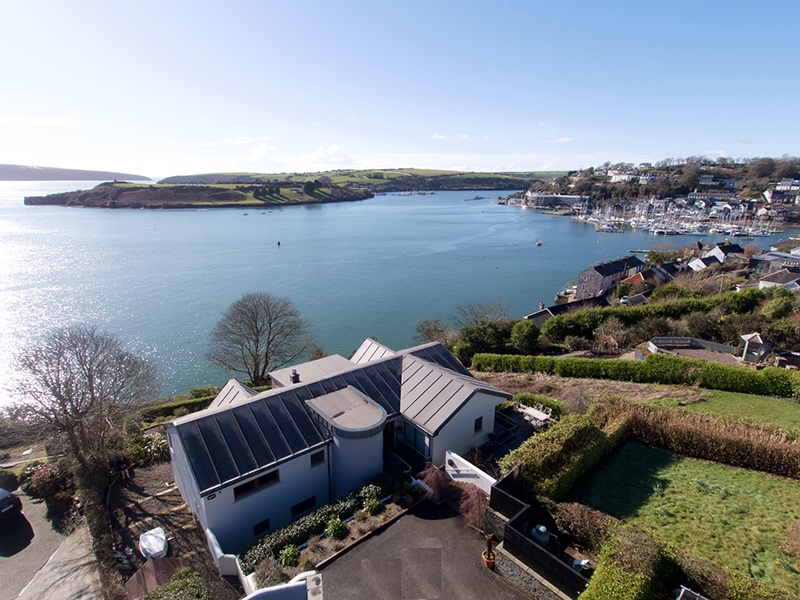 Taking cues from its outstanding setting, this RIAI-designed contemporary property overlooks Kinsale harbor and town, and is just a scenic 10-mile (16 km) drive from the Old Head course.