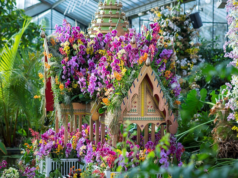 A model of Bangkok's Bang Pa-In Palace has been created using more than 600 orchids for Kew Gardens's Orchid Festival.