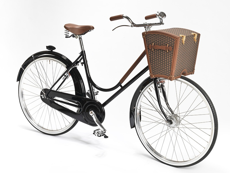 Paris-based Moynat has been creating high-end luggage since 1849, and its picnic trunk for this Abici Italia-designed bicycle opens up to reveal everything you need for on-the-go dining.