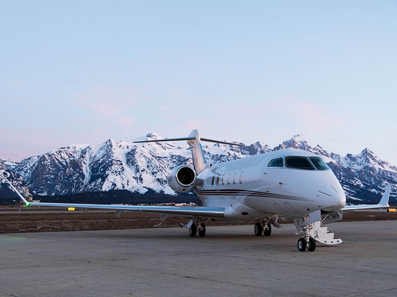 The extensive NetJets fleet features four cabin sizes, from light aircraft seating up to seven passengers, to large-cabin jets accommodating 14 passengers for flight times of up to 13.5 hours.