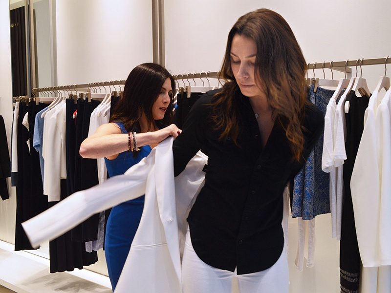 New York-based personal stylist Nicola Harrison Ruiz says the combination of dark hair and pale skin is suited to high-contrast patterns such as black and white, red and white, navy and yellow. Light hair and golden skin tones, on the other hand, are more suited to softer colors such as cream, light blue, pastels.