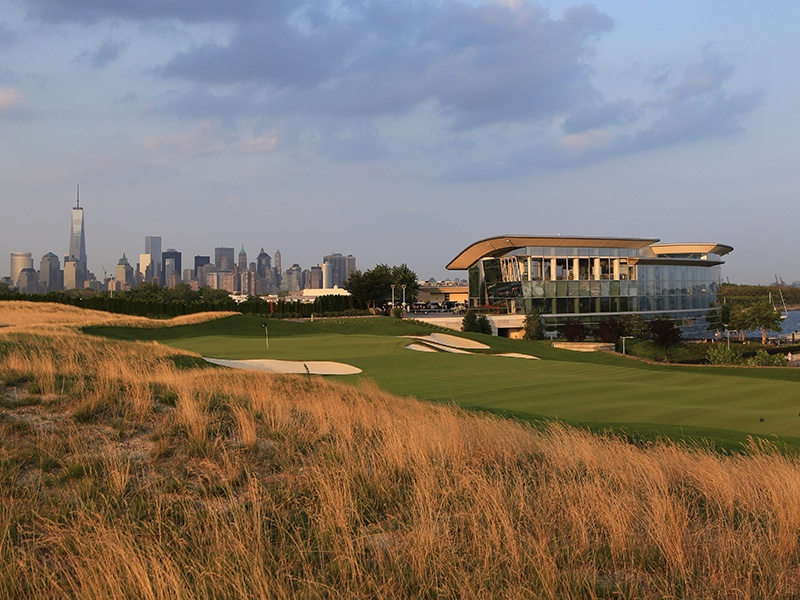 With a location that makes the most of the Manhattan skyline and the Statue of Liberty, the 18-hole Liberty National course in New Jersey was designed by U.S. Open championship golfer Tom Kite and architect and designer Bob Cupp.