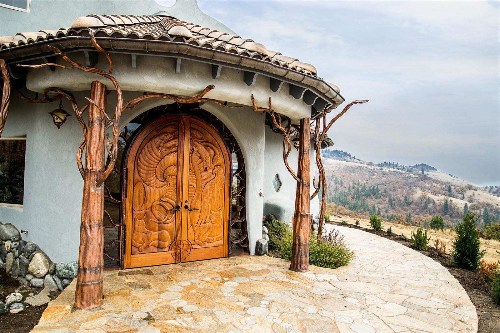 Built to honor and reflect the beauty of the surrounding landscape, Shining Hand Ranch, an 8,880-square-foot eco home on 700 private acres, is itself a work of art.