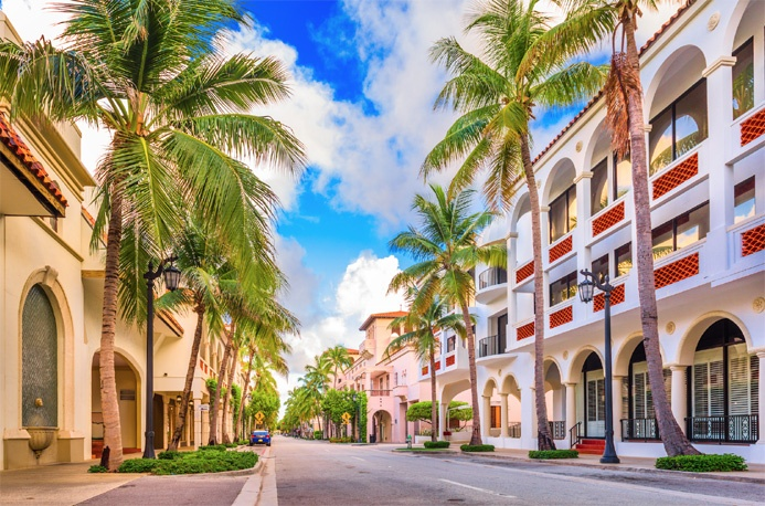 Developed in the 1920s by notable American architects Addison Mizner and Paris Singer, Palm Beach's prestigious, palm-tree-lined Worth Avenue is a shopping and dining mecca, replete with antiques and art galleries, fine restaurants, and luxury fashion and jewelry emporiums.