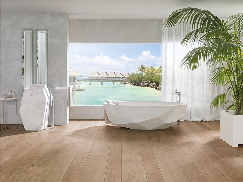 Porcelanosa's floor tiles emulate natural wood, with a warm aspect but their own personality. The Delaware collection comprises five patterns, including Arce, seen above.