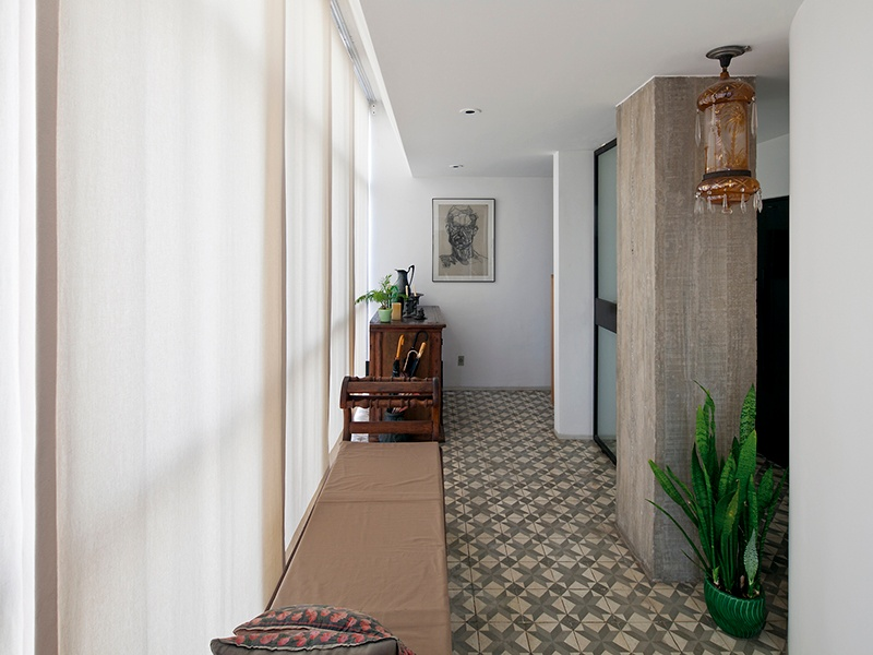 Located in the Sumaré neighborhood of São Paulo, Brazil, this spectacular penthouse apartment was designed by renowned Brazilian architect Paulo Mendes da Rocha, with the concrete features complementing the tiled floors. Large windows provide naturally bright spaces and a superior view of the city.
