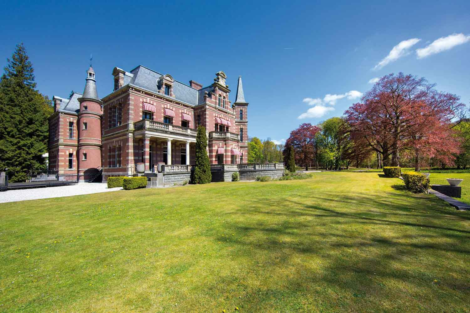 <b>North Holland, Netherlands</b><br/><i>20 Bedrooms, 24,326.64 sq. ft.</i><br/>A historical country estate with royal allure