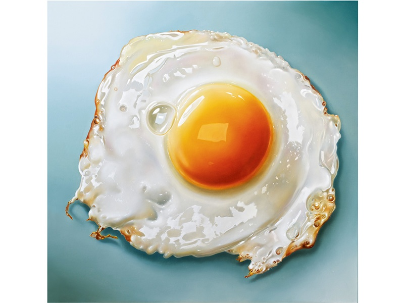 "The large-format <i>Gebakken Ei</i> (2015), which translates to ""fried egg,"" by Dutch megarealist Tjalf Sparnaay."