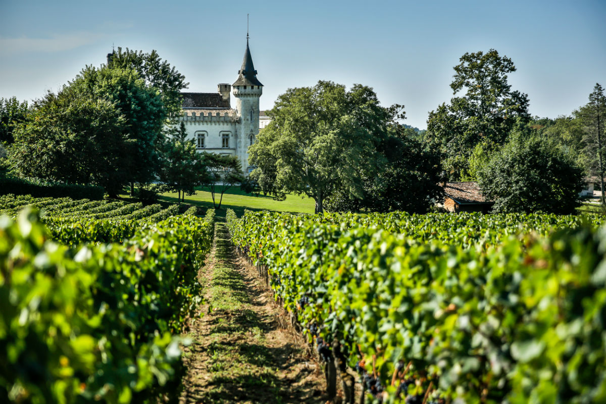 This historic Bordeaux château vineyard represented by Vineyards-Bordeaux is currently under offer.