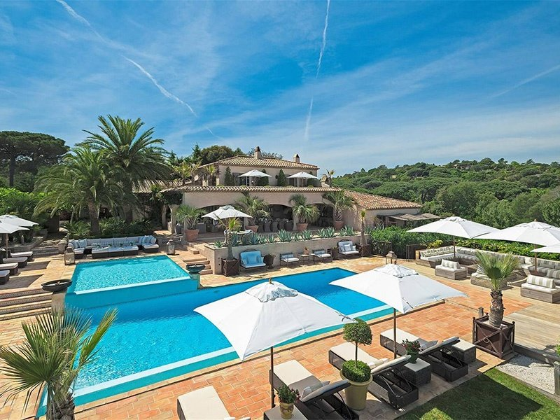 Villa Salmanazar is nestled within the hills of Cap Camarat, in Ramatuelle, and with spectacular views over the bay of Pampelonne.