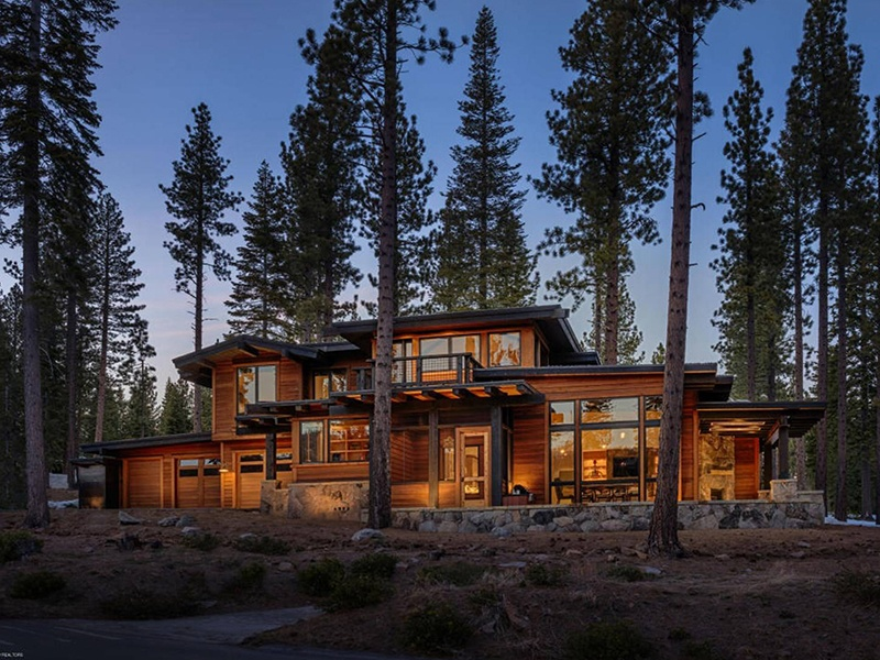 The five-bedroom, five-bath Caddis Lodge in Jackson, Wyoming, has been cannily designed to maximize the stunning views of Snake River Canyon and the cinematic mountains of Bridger-Teton National Forest.