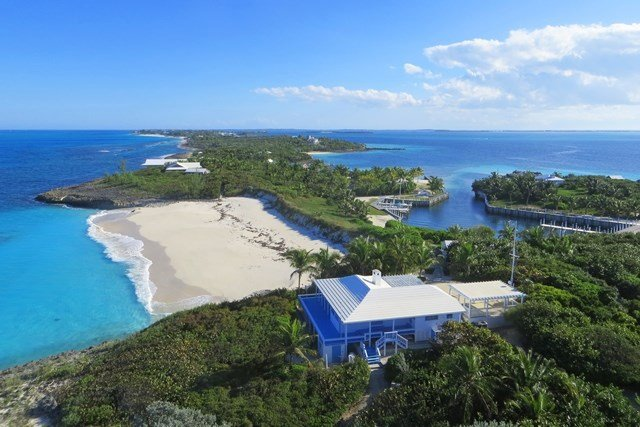 <b>10 Bedrooms, 3,200 Sq. Ft.</b><br/>This impressive property is comprised of more than 16-acres of land and 1.25-acres of a private marina, capable of handling a 100-foot vessel. An elegant retreat, the property is accented by four timeless residences totaling 10-bedrooms, staff quarters, gazebo, and pavilion.
