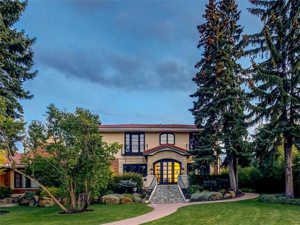 This gracious 4940 sq ft home is rich in Calgary's heritage & offers gleaming hardwood floors on the main level, 3 fireplaces, formal living & dining rooms, main floor family room & a gourmet kitchen with bright eating area.