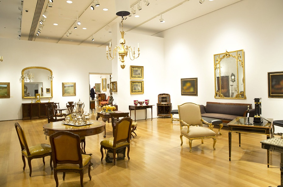 Cristina Tafuri of Christie's Gallery Design staged the furniture and artworks in the above picture for Christie's New York Interiors sale.