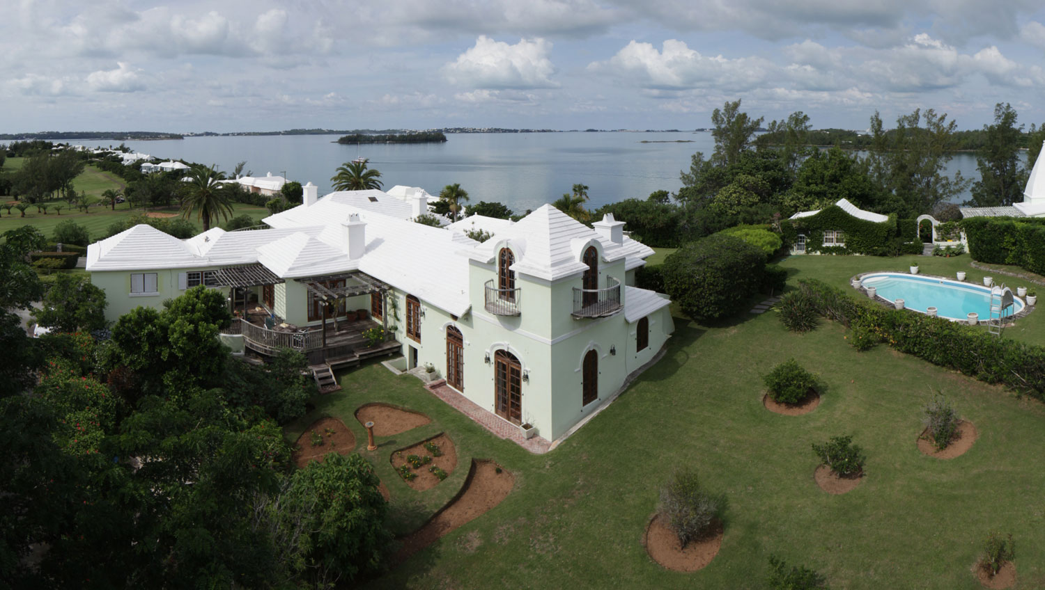 A magnificent colonial-style mansion, Heron Hill is located on the historic golf links at Riddells Bay Golf & Country Club. Established in 1922, Riddells Bay Golf & Country Club is a private club and home to Bermuda's oldest course, a beautiful par-70 championship links course.