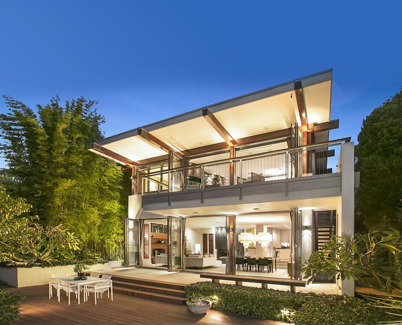 <b>4 Bedrooms, 3,000 sq. ft.</b><br/>Grand contemporary estate in Vaucluse