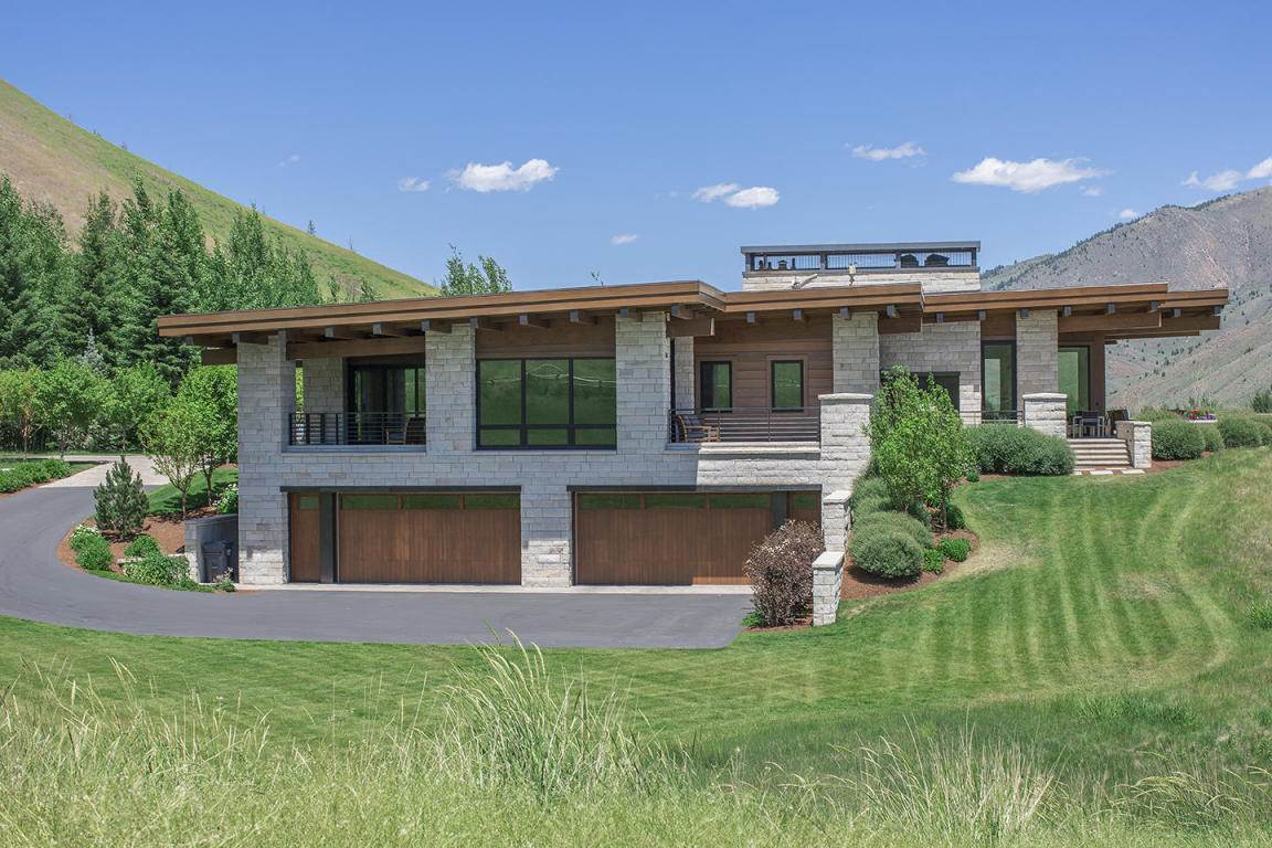 <b>5 Bedrooms, 6,066 sq. ft.</b><br/>This mountain modern home is perched hillside on 4.5 acres in a private mid valley gated community, with incredible views in all directions.