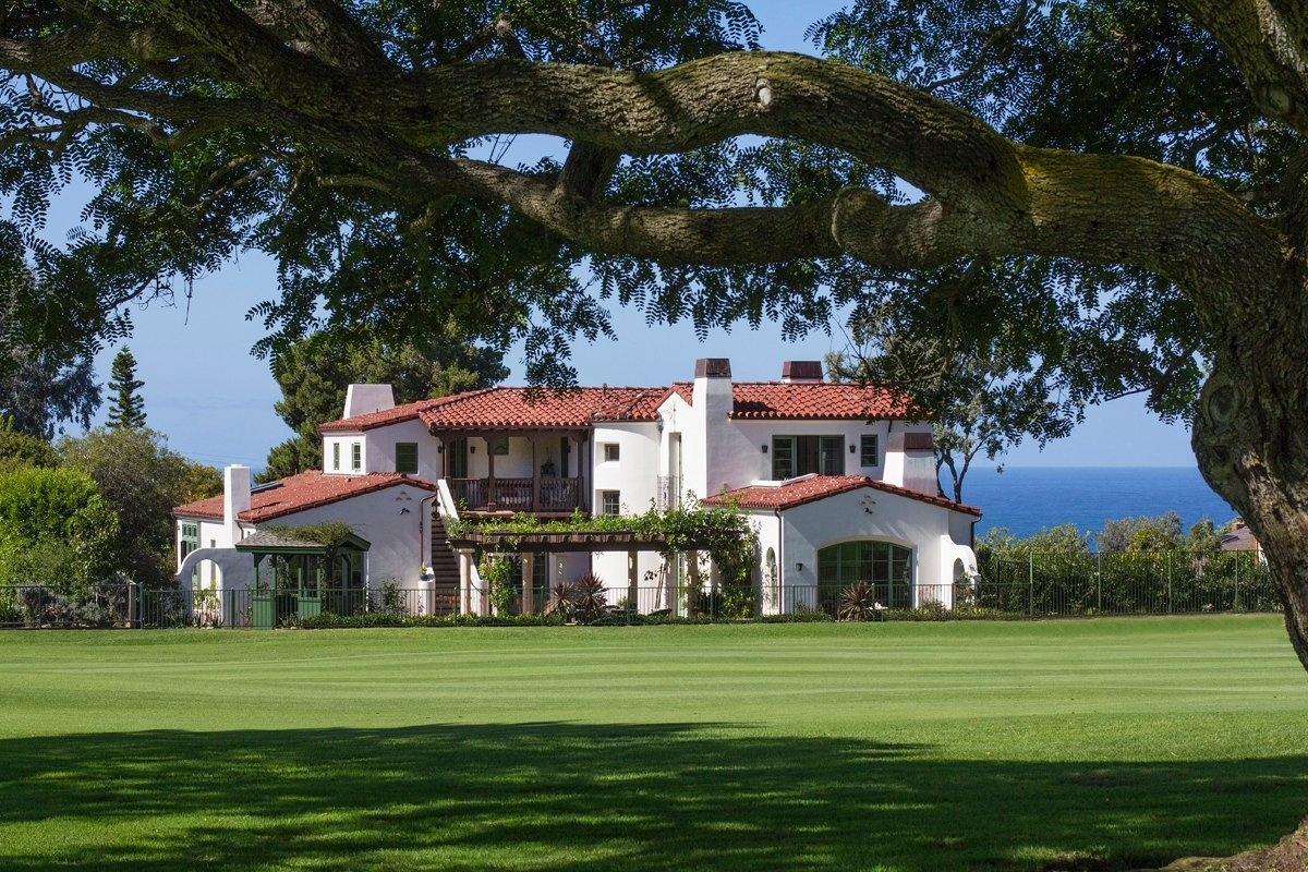 This intimate Andalucian-style villa enjoys a premier location at La Jolla Country Club. The home is sited at the end of a quiet cul-de-sac, offering breathtaking views of the golf course, La Jolla village, and Pacific Ocean.