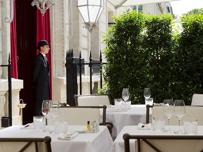 Renowned for its exceptional levels of discreet and personal service, La Réserve Hotel and Spa enjoys a highly private address just moments from the Champs-Elysées.