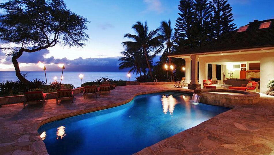 <b>4 Bedrooms, 4,793 Sq. Ft.</b><br/>A classic plantation-style residence with true Hawaiian ambience, this beautiful property includes private beach access for enjoying the Maui oceanfront lifestyle.