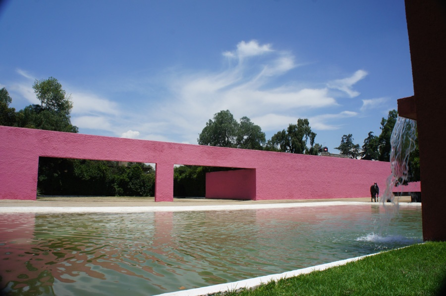 Boasting the modernist architectural touch of famous Pritzker Prize winner, Luis Barragán, Cuadra San Cristobal is a triumph of geometry, and displays the power of earthen tones, and the genius of simplicity.