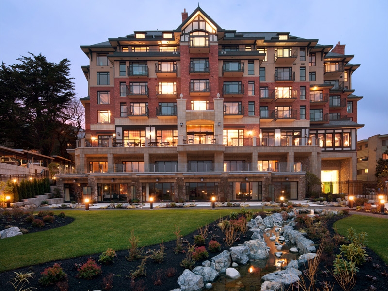 The recently refurbished Oak Bay Beach Hotel now features a world-class spa with unique outdoor pools right on the oceanfront.
