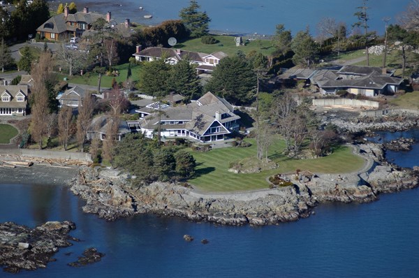 This spectacular Uplands property is truly in a league of its own, with approximately 1000 feet of ocean frontage in one of Canada's most exclusive neighborhoods.