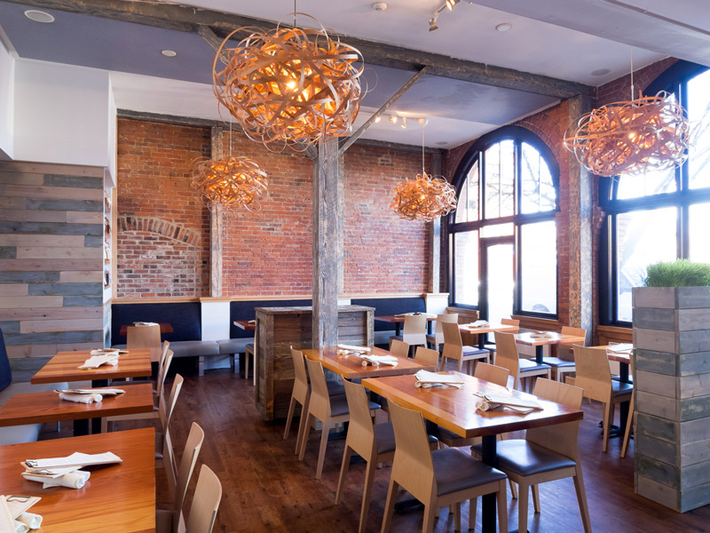 Olo Restaurant has an excellent farm-to-table menu, featuring inventive regional dishes such as alder smoked salmon served with buckwheat crepes and sorrel yogurt.