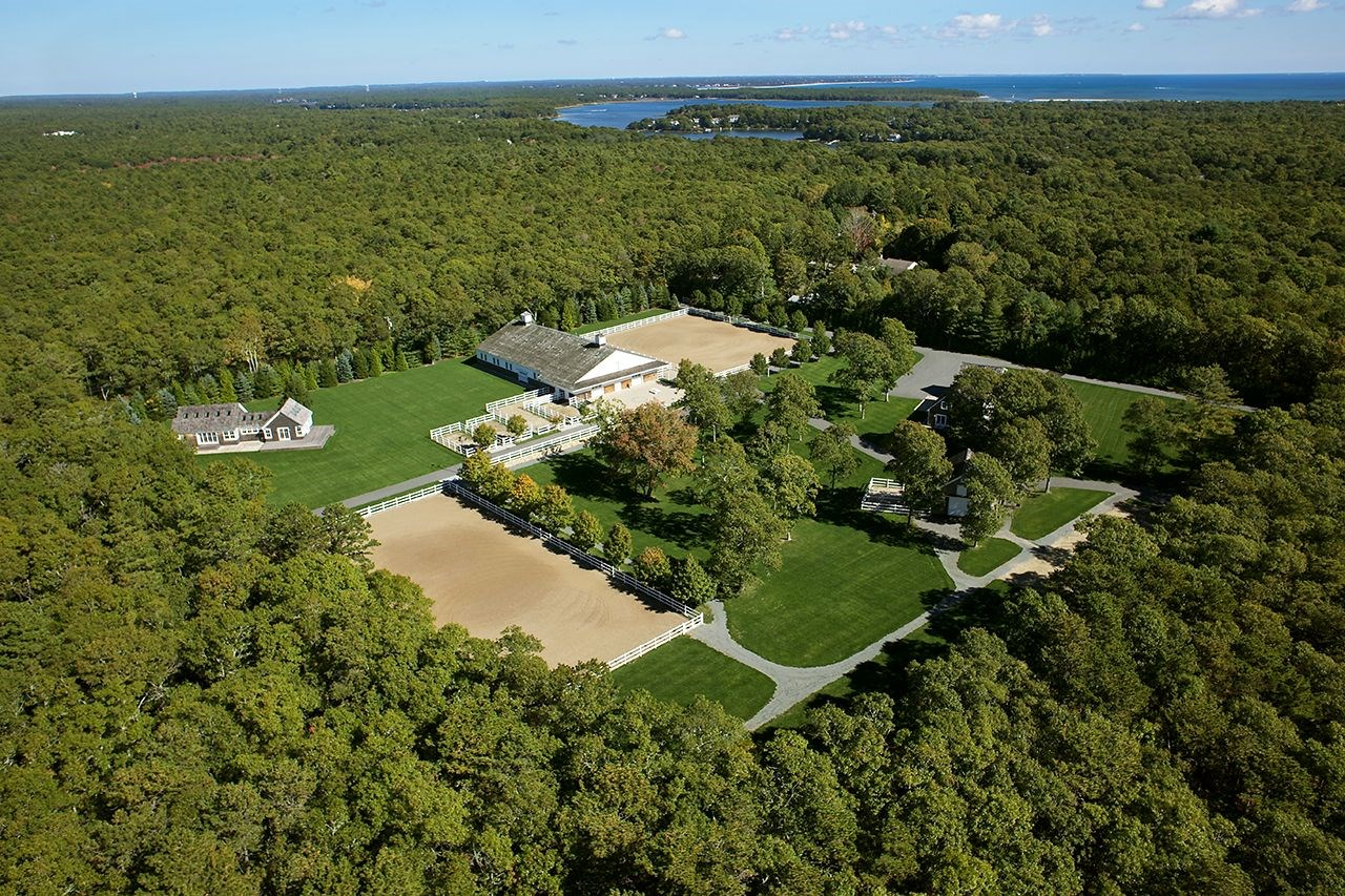 Set on 7.42 acres, Red Horse Farm is located near South Cape Beach State Park and Mashpee Town Beach, offering more than a mile of sandy beach.