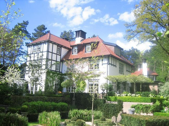 <b>6 Bedrooms, 6,135 sq. ft.</b><br/>Grand Tudor-inspired country house