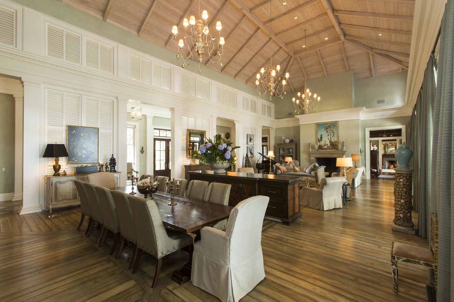 The most significant offering in Savannah, Georgia, the aptly named Riverbend estate boasts a dramatically staged living room with panoramic views over the Wilmington River from its covered terraces.