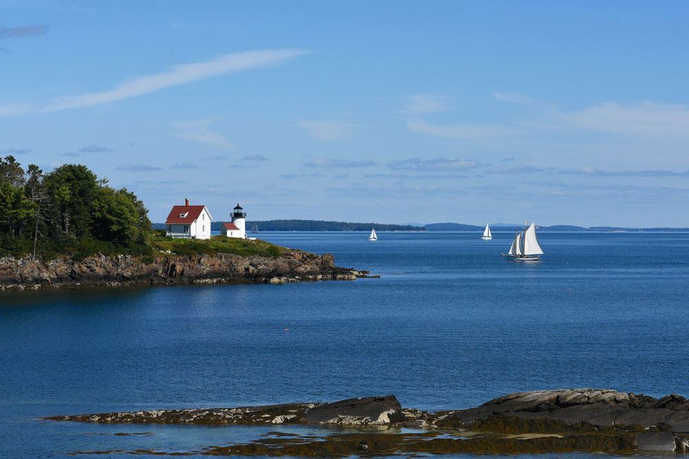 Maine's Scenic Atlantic Coastline: Hugo Heriz-Smith