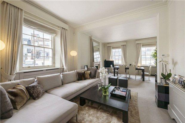 <strong>2 Bedrooms, 1,319 sq. ft.</strong><br/>Exemplary light and bright flat in West Eaton Place