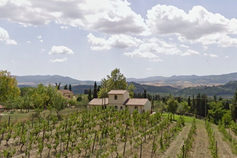 This Organic Biodynamic Wine Estate is composed of a main farmhouse, a country house and a wine making cellar.